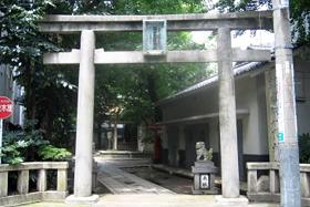 銀杏岡八幡神社(当ホテルから徒歩約1分)