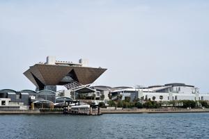 東京ビッグサイト(最寄り駅から徒歩約7分)