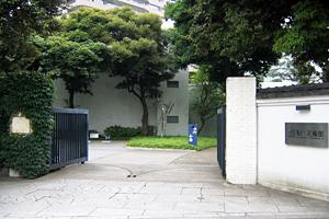 原美術館(当ホテルから徒歩約10分)
